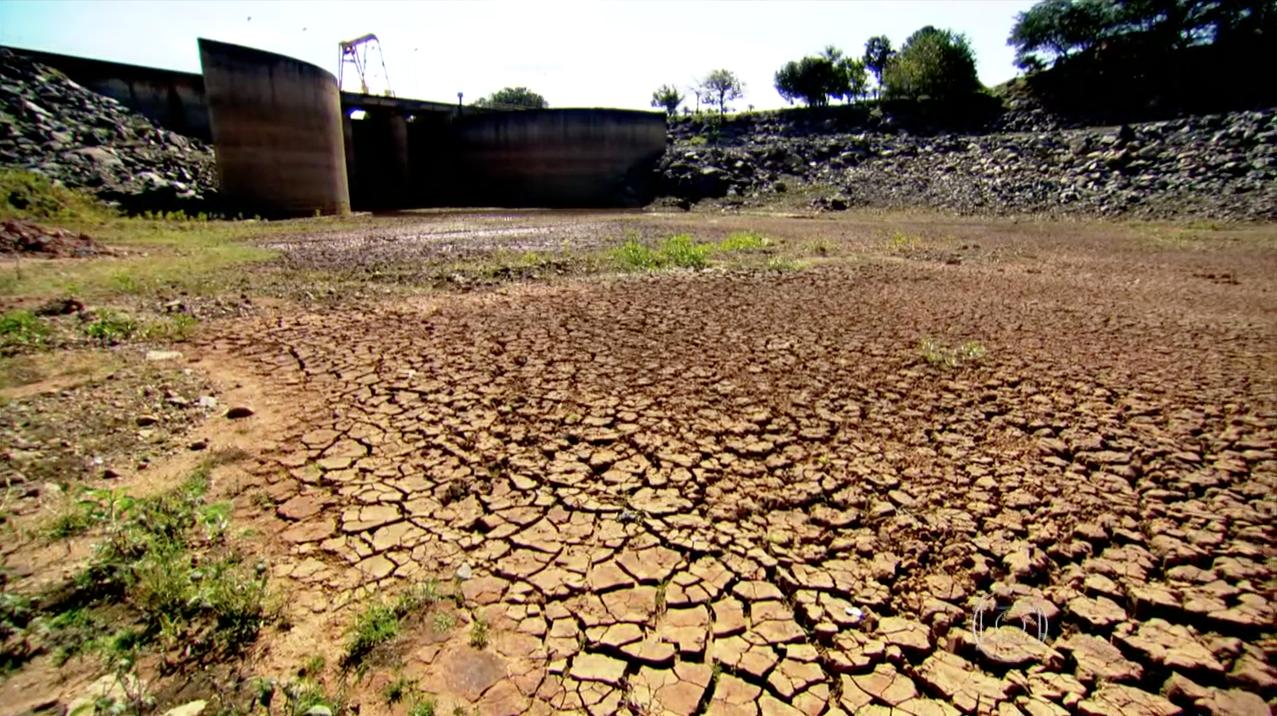 Fant::Falta de chuva em SP deixa muitas represas em níveis críticos com aparência de deserto
